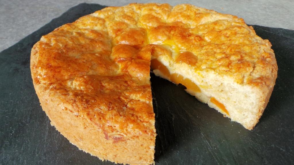Gâteau basque aux abricots