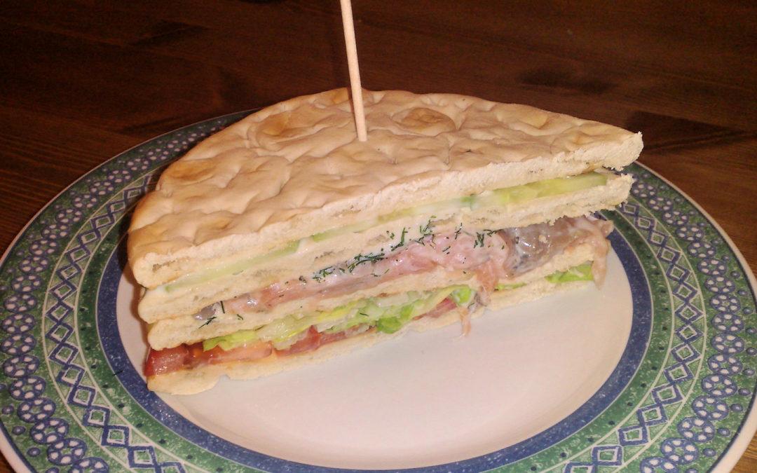 Sandwich au saumon tomate concombre aneth