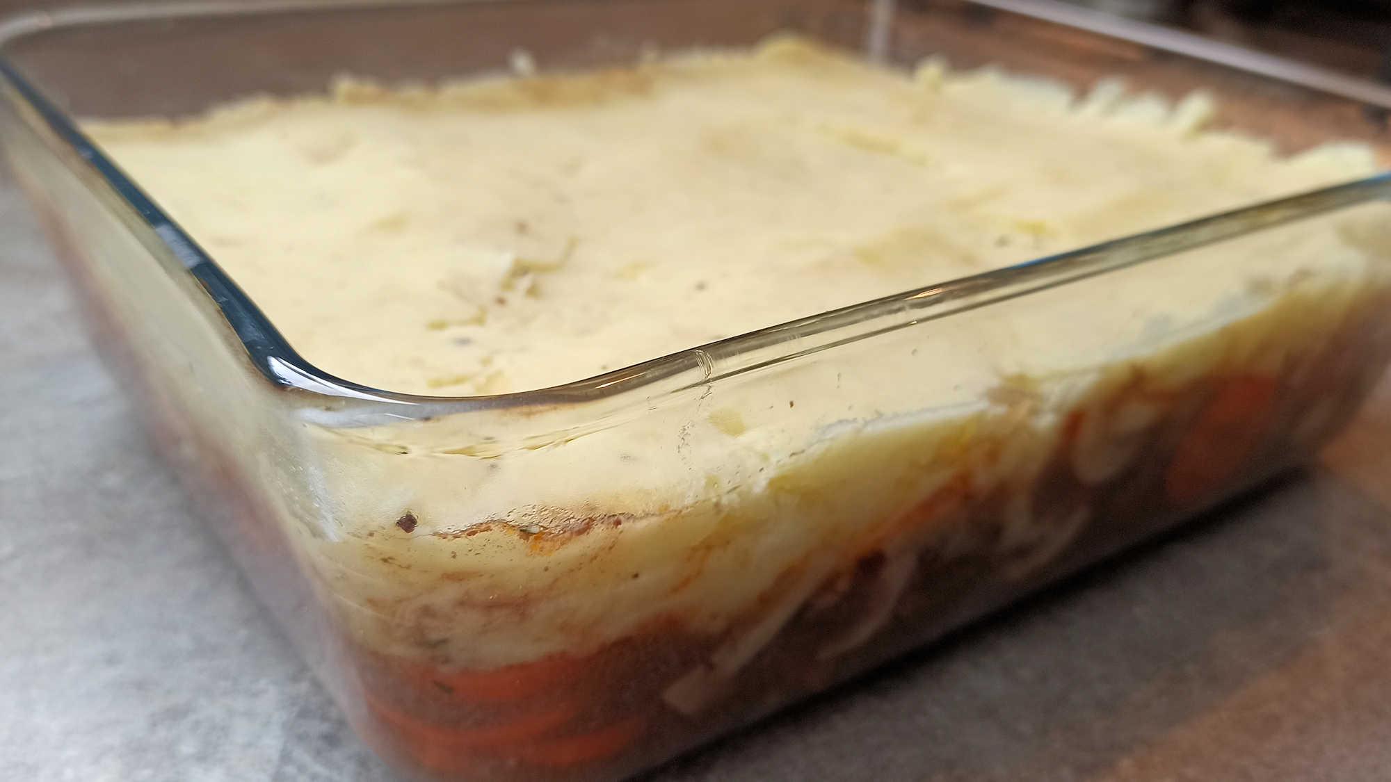 Montage du cottage pie au bœuf Ajouter la purée dans le plat à gratin
