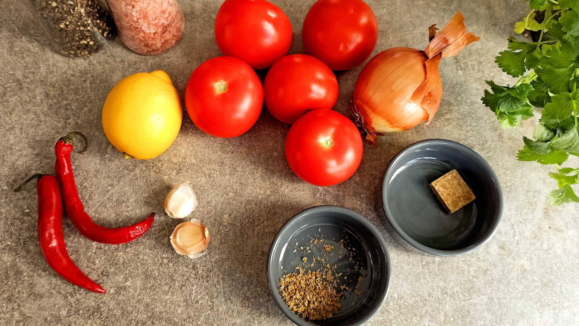 Les ingrédients de la sauce mexicaine maison - Salsa roja
