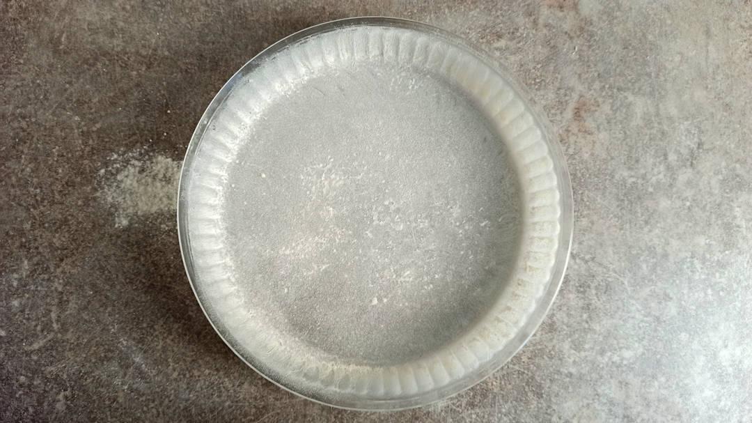 Chemiser un moule à tarte